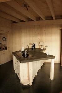 Aanrechtbladen van beton en keukens van steigerhout